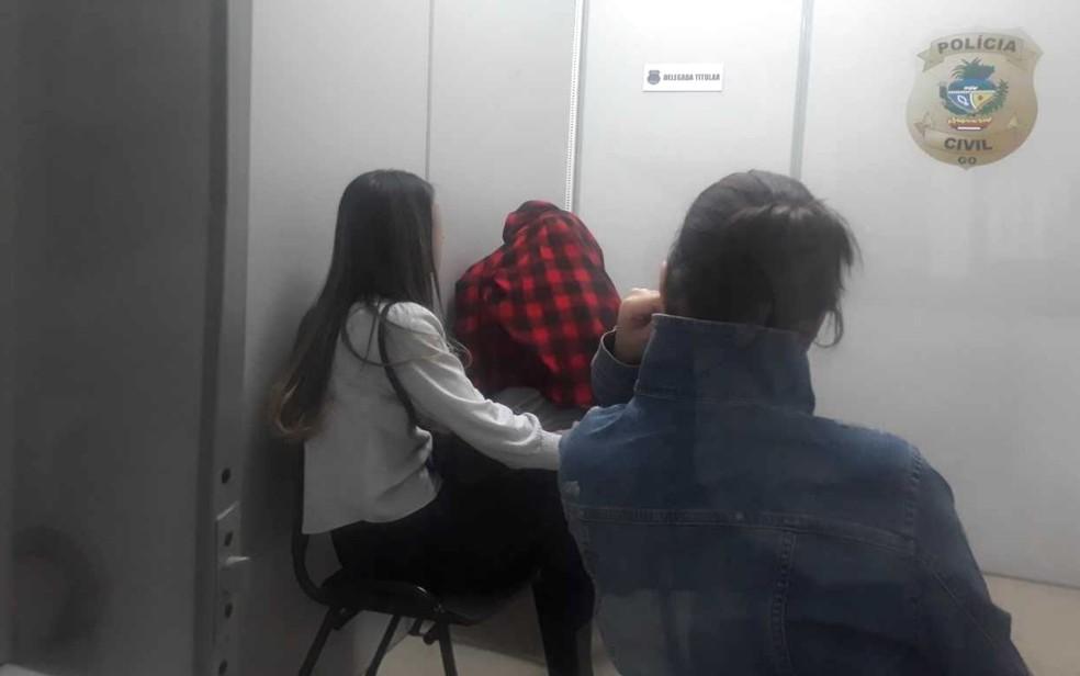 Funcionárias de hospital prestam depoimento à  Polícia Civil sobre troca de bebês em Trindade — Foto: Vanessa Martins/G1