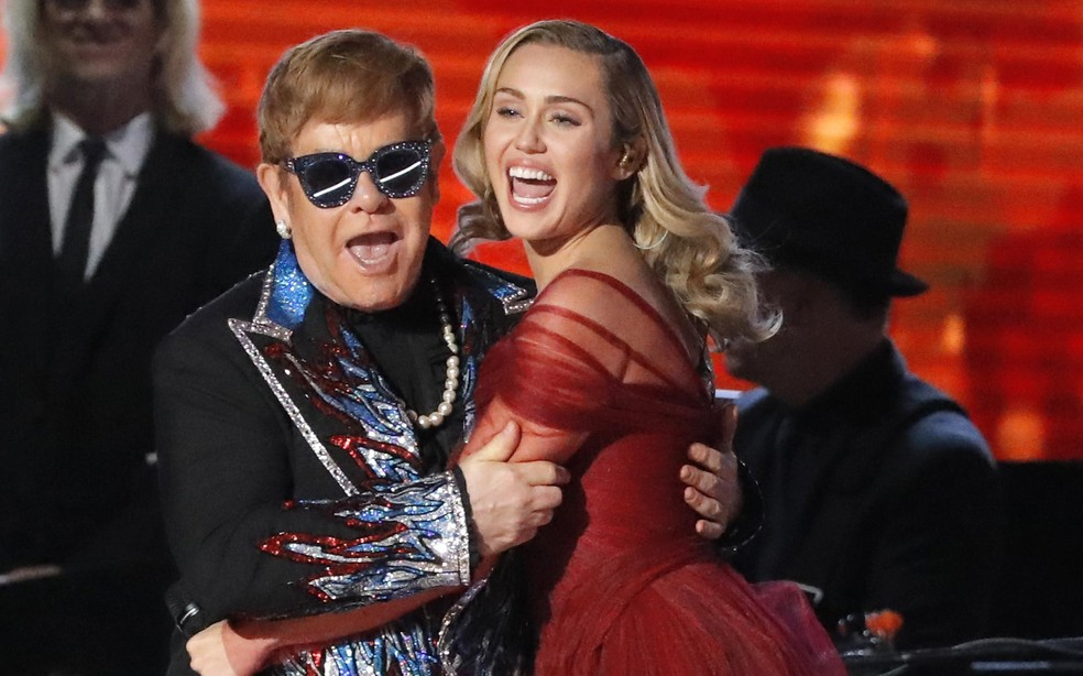 Elton John e Miley Cyrus cantam 'Tiny Dancer' no Grammy 2018 (Foto: REUTERS/Lucas Jackson)