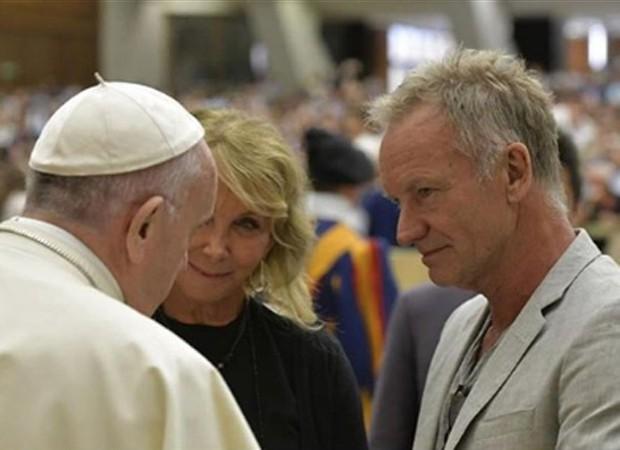 Sting e a mulher concem o papa Francisco (Foto: Reprodução/Instagram)