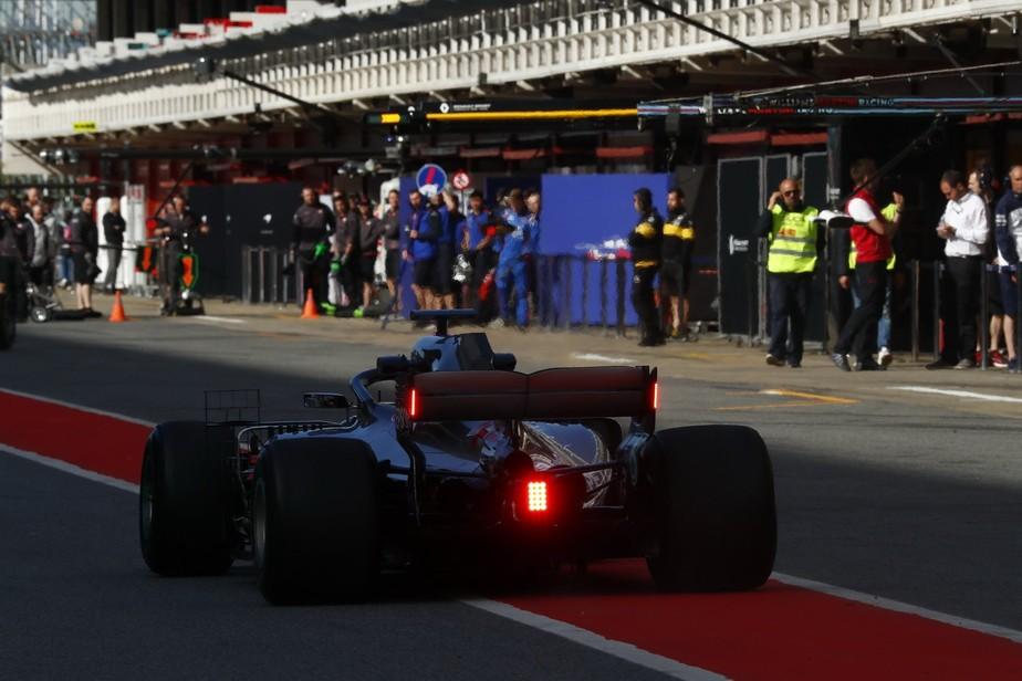 Em Barcelona, Verstappen domina testes com RBR, e Mercedes testa luz para chuva