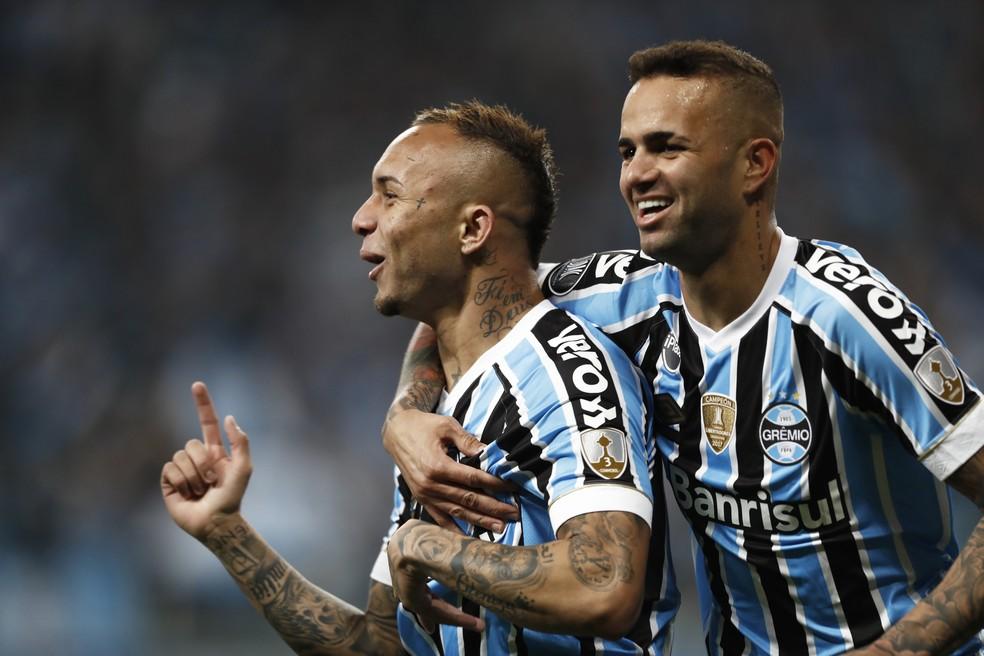 Luan e Everton são as apostas para mais uma vitória do Grêmio  — Foto: Itamar Aguiar/AFP