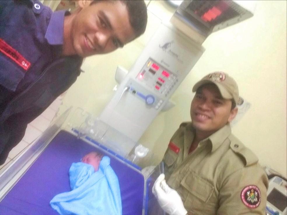 Bebê nasceu dentro de ambulância (Foto: Paulo Janes Ferreira/ Arquivo pessoal)