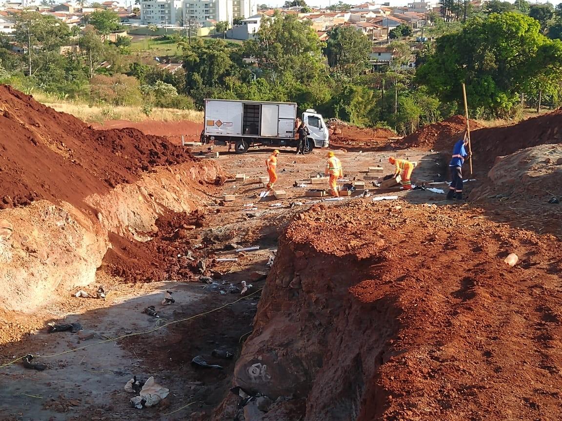 Detonação de rocha perto do aeroporto de Londrina mudará rotina de moradores na tarde desta quinta (24)