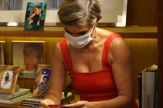 Flávia Alessandra nos bastidores de 'Salve-se quem puder' (Foto: Reprodução)