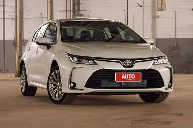 Novo Corolla tem estilo parecido com o anterior em alguns pontos (Foto: Fabio Aro/Autoesporte)