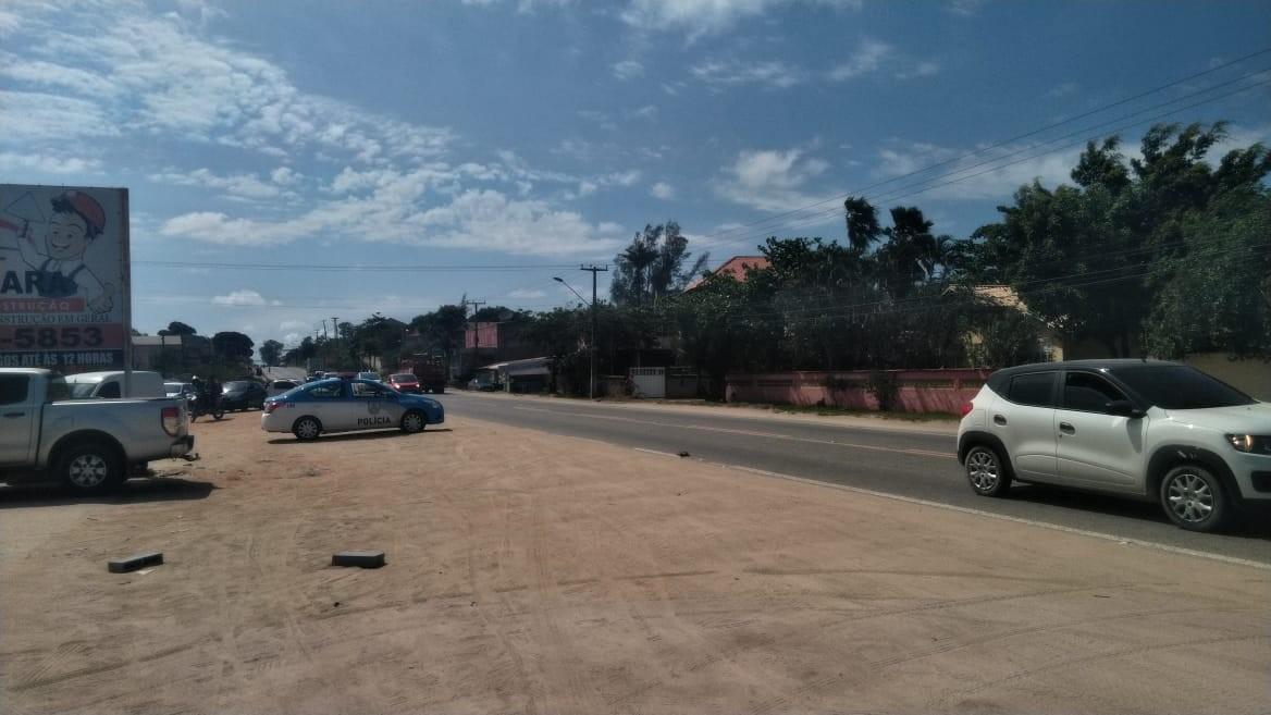 Homem é morto e outro baleado na RJ-106, em Araruama - Notícias - Plantão Diário