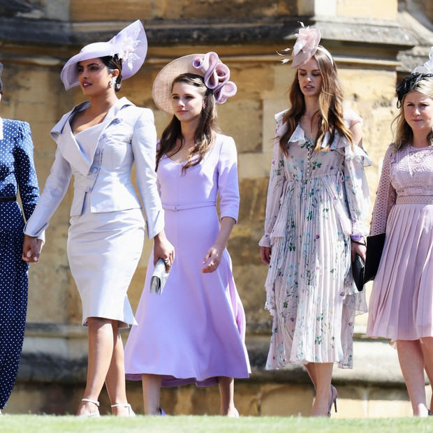 WINDSOR, ENGLAND - MAY 19:  (L-R)Abigail Spencer and Priyanka Chopra arrive at the wedding of Prince Harry to Ms Meghan Markle at St George's Chapel, Windsor Castle on May 19, 2018 in Windsor, England.  (Photo by Chris Jackson/Getty Images) (Foto: Getty Images)