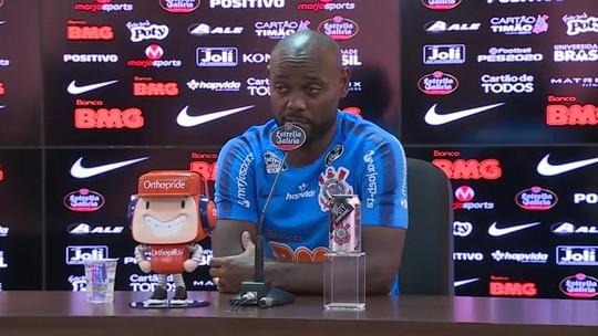 """Love diz que Coelho favorece jogo dos atacantes no Corinthians: """"Antes, recebíamos poucas bolas"""""""