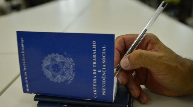 Carteira de trabalho, clt, emprego, trabalho, carteira assinada, desemprego (Foto: Reprodução/Agência Brasil)