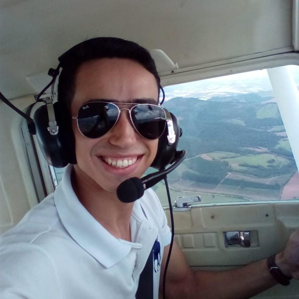 Lucas Ernesto Santos era o copiloto, vítima da queda de avião monomotor, em Belém. — Foto: Reprodução / Facebook