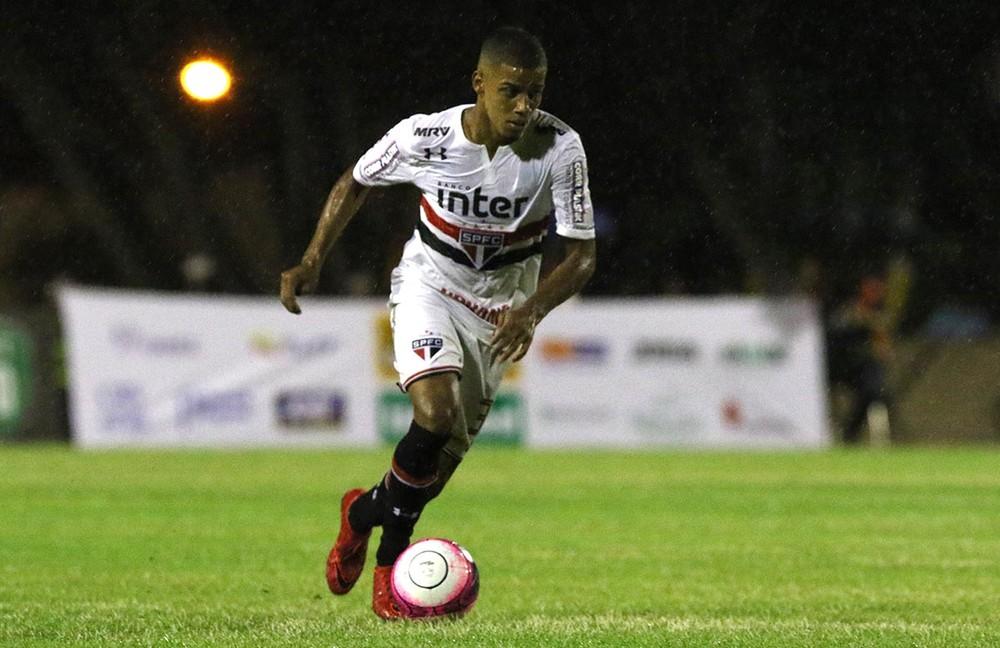 Diego Souza celebra estreia, lamenta empate sem gols e faz promessa