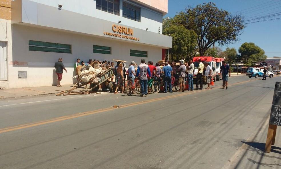 Acidente ocorreu próximo ao Bairro Alto São João (Foto: Juliana Peixoto/G1)
