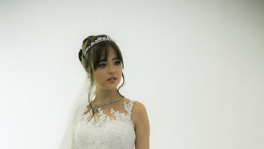 Confira os detalhes do vestido de noiva de Laura