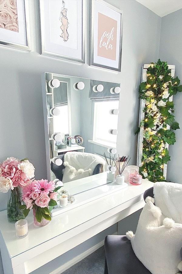 Espelho camarim: 7 jeitos fáceis de incorporar ao décor (Foto: Reprodução / Instagram @life.at.number.6)