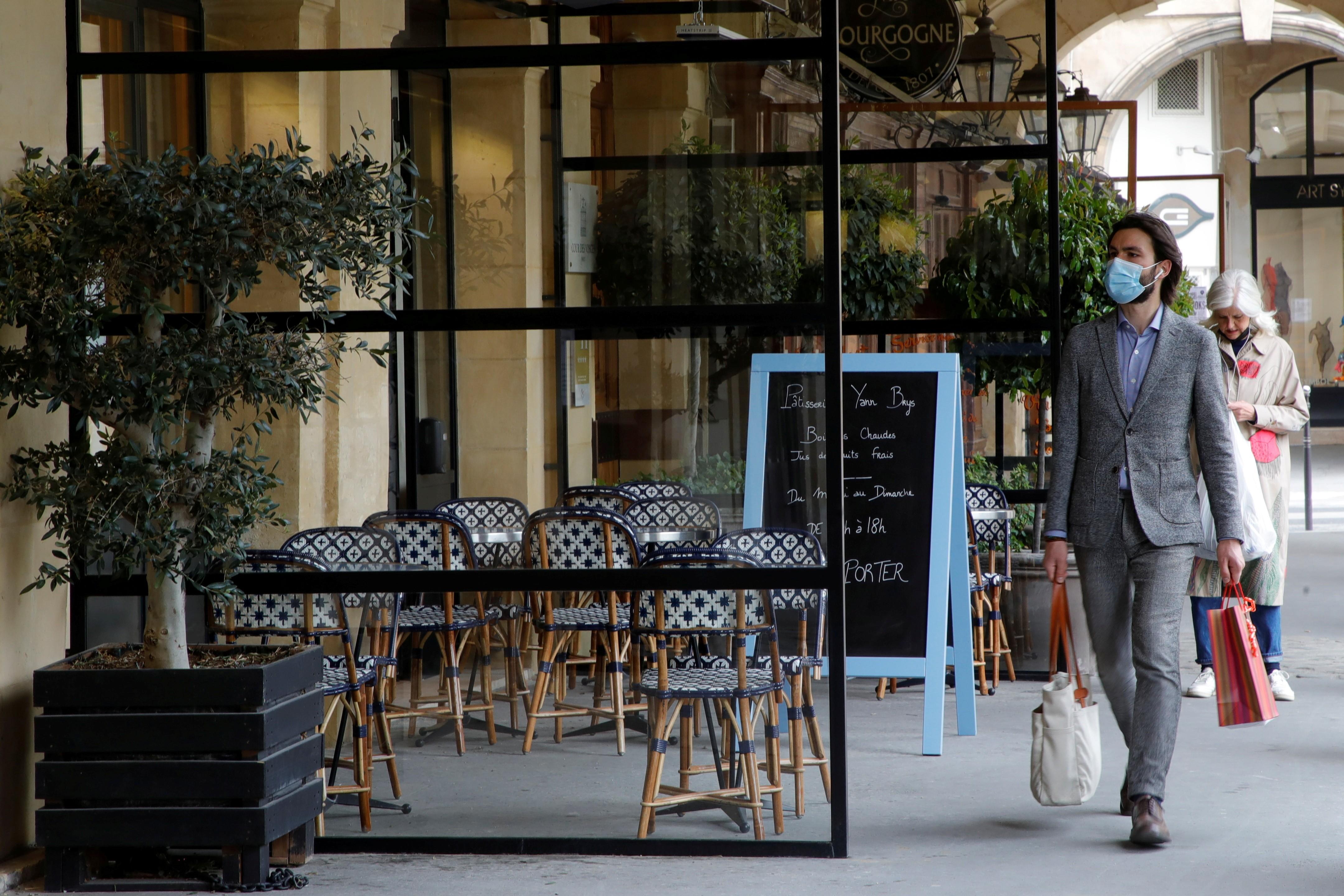 Com plano de reabertura e vacinação, França se prepara para retomada do turismo thumbnail