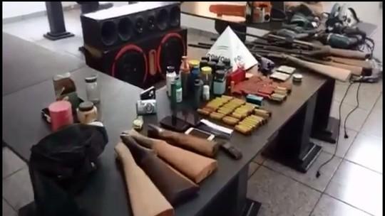Irmãos são detidos com armas e drogas após cumprimento de mandado em Pitangui