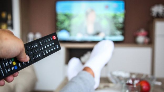 Cientista diz que TV pode causar estresse e prejudicar o sono (Foto: Getty Images/BBC)