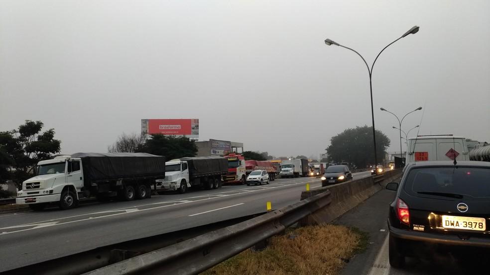 Protesto de caminhoneiros em Jacareí (Foto: Lucas Cardoso/TV Vanguarda)