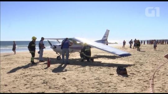Avião faz pouso de emergência em praia de Portugal; dois banhistas morrem