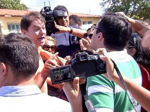 Cid Gomes discute com Capitão Wagner (Foto: TV Verdes Mares/Reprodução)