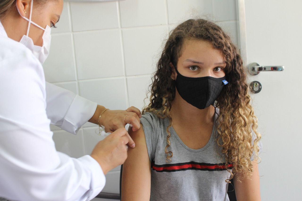 Cidades do Ceará retomam vacinação de adolescentes após chegada de novas doses