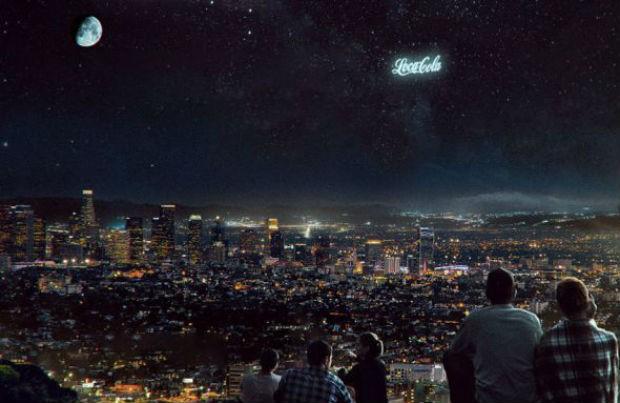Outdoor no espaço: russos criam modelo de anúncios que parecem constelações