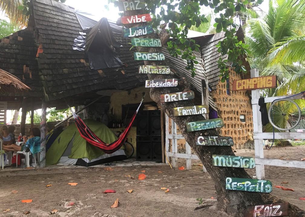 Rancho Janis Joplin é uma das paradas obrigatórias na aldeia hippie de Arembepe — Foto: Gabriel Gonçalves/G1 Bahia