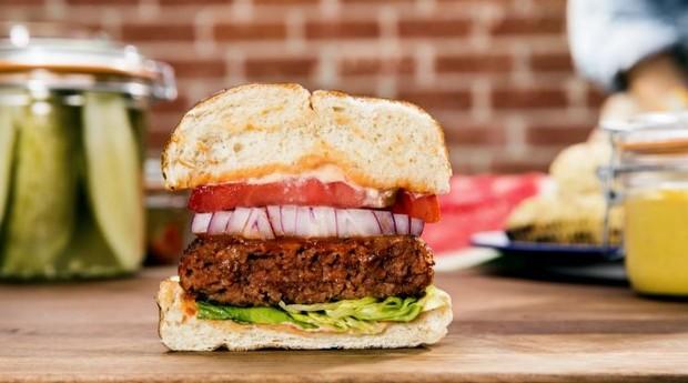 Lanche feito com hambúrguer da Beyond Meat (Foto: Divulgação)