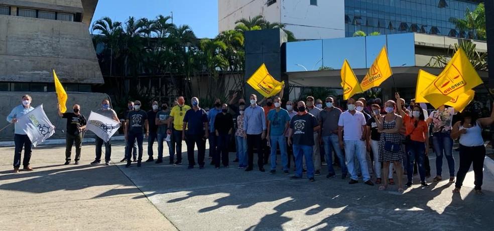 Policiais fazem manifestação contra a reforma da previdência na frente Alba, em Salvador — Foto: Divulgação / Sindpoc