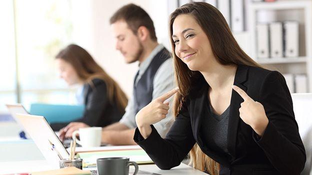A pesquisa identificou que os 'marqueteiros' prejudicam os colegas, criando sentimentos negativos na empresa (Foto: Getty Images)