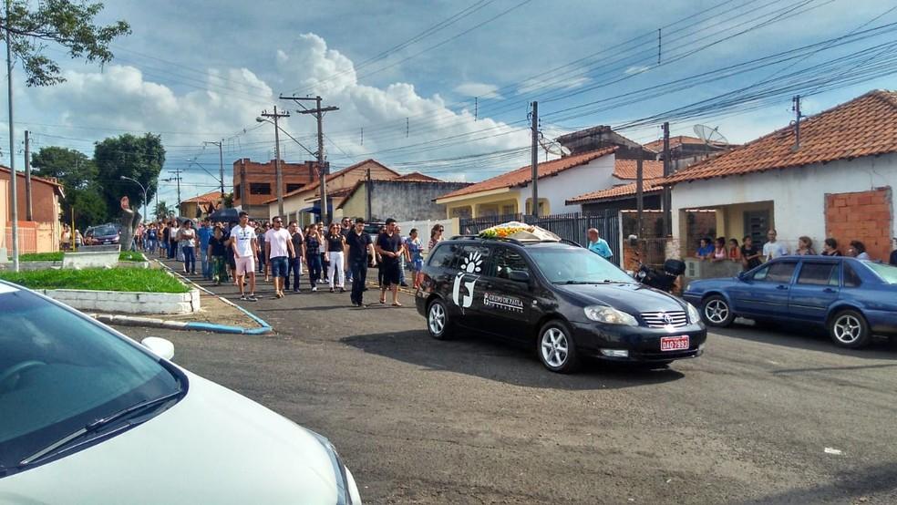 Enterro do corpo de Orivaldo foi realizado em Conchas (SP) â?? Foto: Bruno Casteletto/TV TEM
