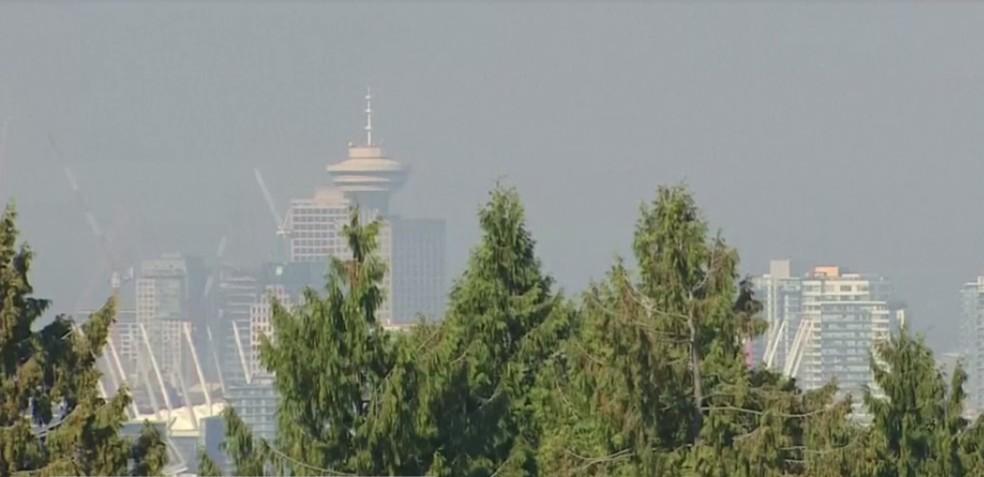 Vancouver ficou coberta com uma neblina de fumaça neste final de semana — Foto: Reprodução / Globonews