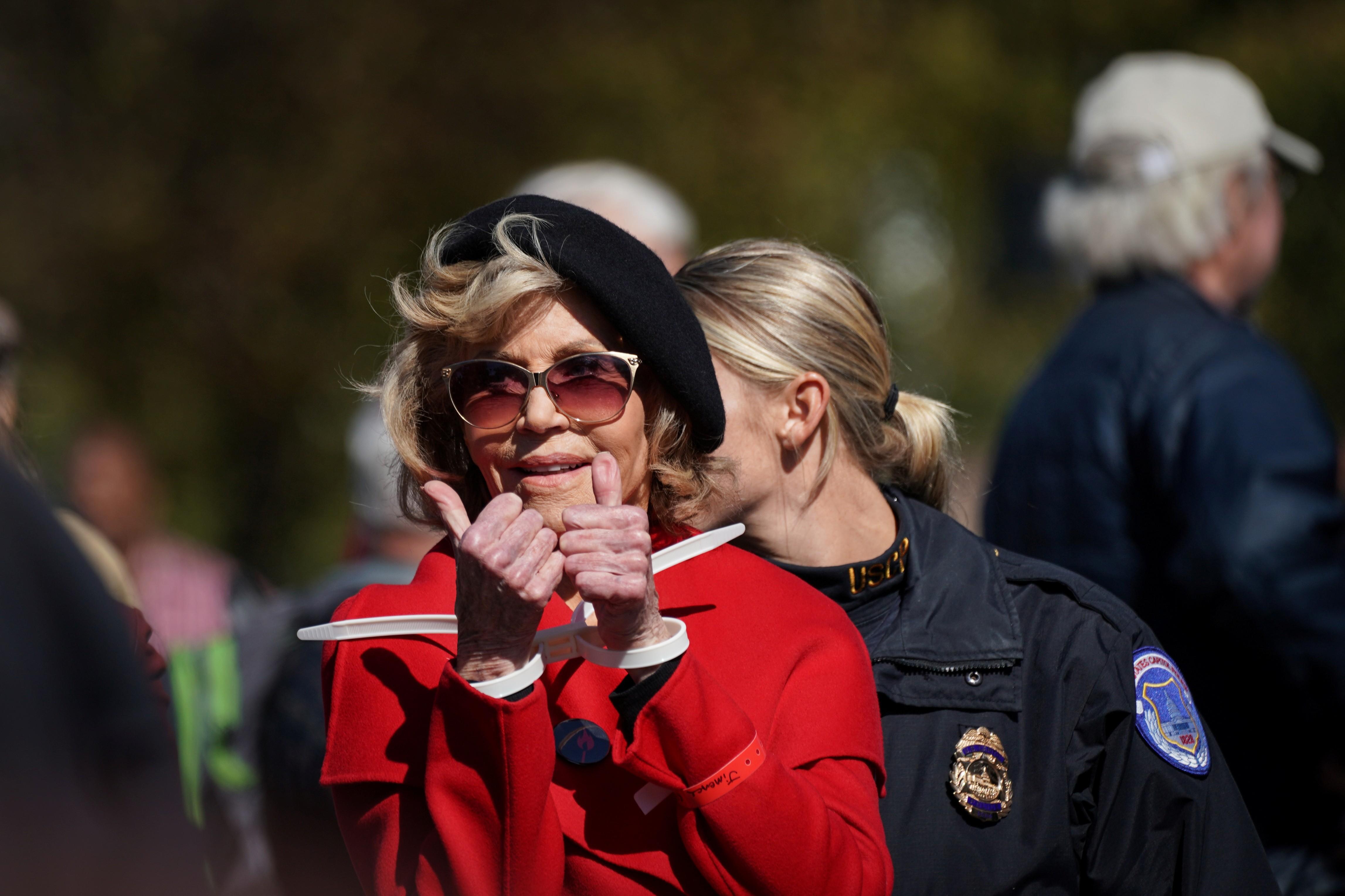 Jane Fonda é detida de novo em protesto nos EUA - Notícias - Plantão Diário