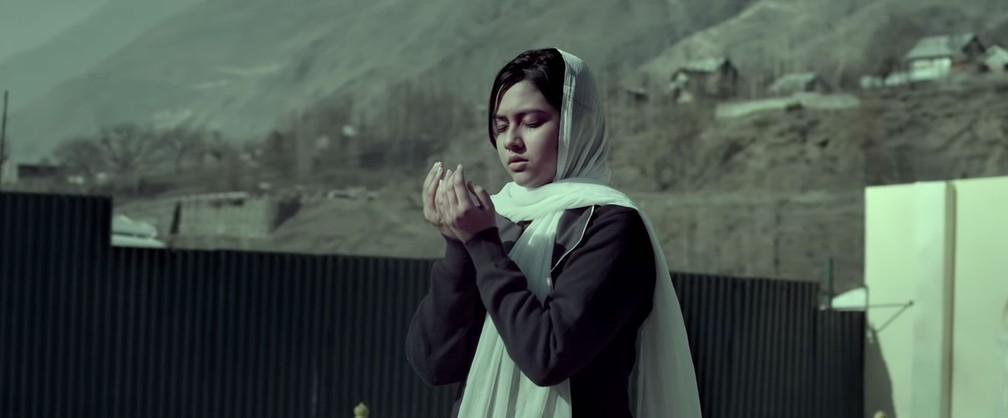 -  Reem Shaikh interpreta Malala em   39;Gul Makai  39;  Foto: Reprodução/YouTube/Tekno Films