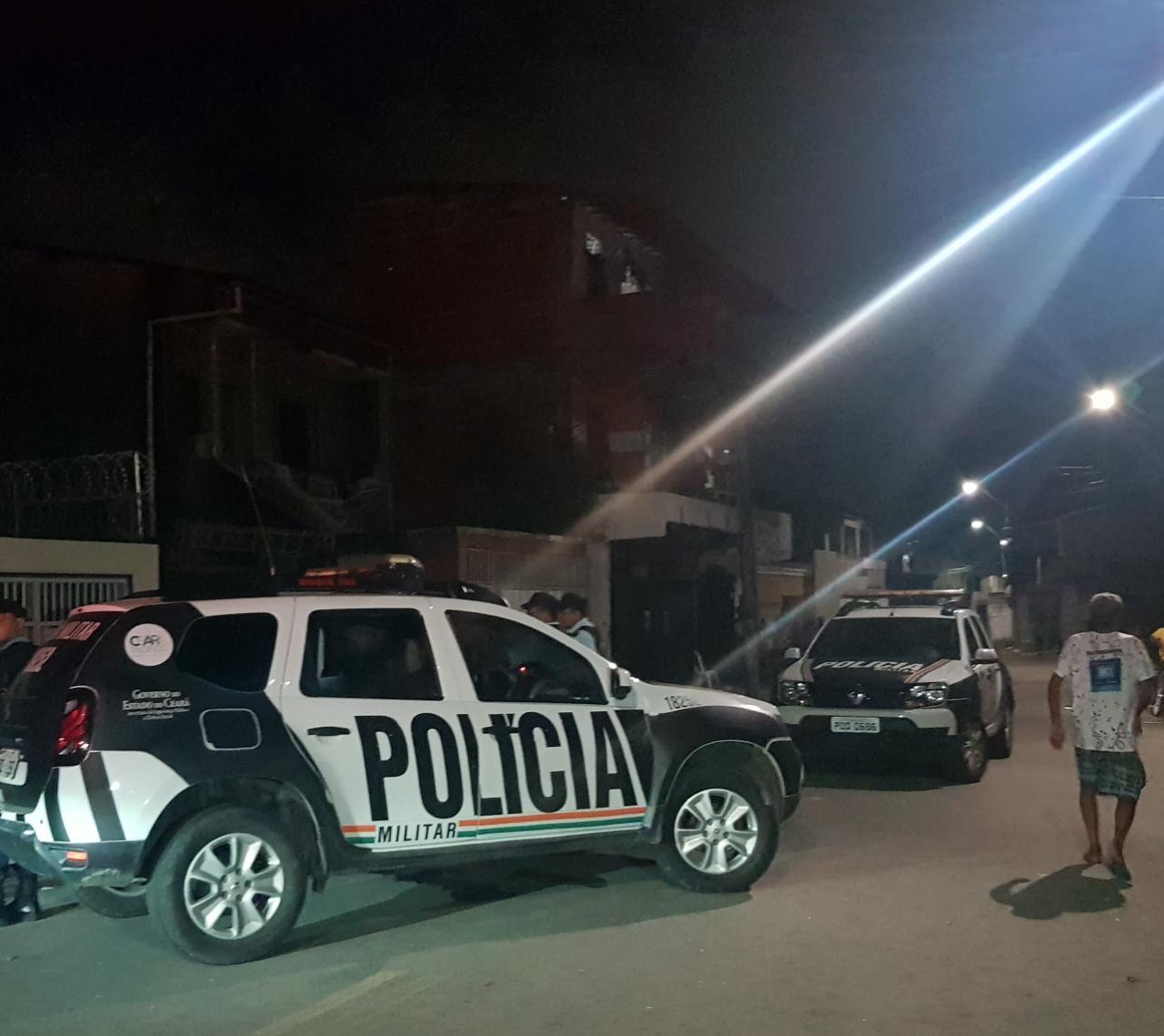 Jovem é morto a tiros enquanto jogava baralho na calçada de casa no Bairro Pici, em Fortaleza