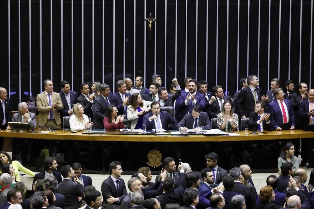 Rodrigo Maia encerrou sessão que avançou na madrugada de sexta (12) após quórum do plenário começar a cair — Foto: Luis Macedo/Câmara dos Deputados
