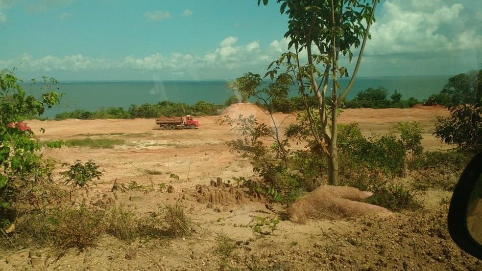 - Área degradada em Cajutuba foi aterrada sob a justificativa de conter processo de erosão Foto: Reprodução/Redes Sociais