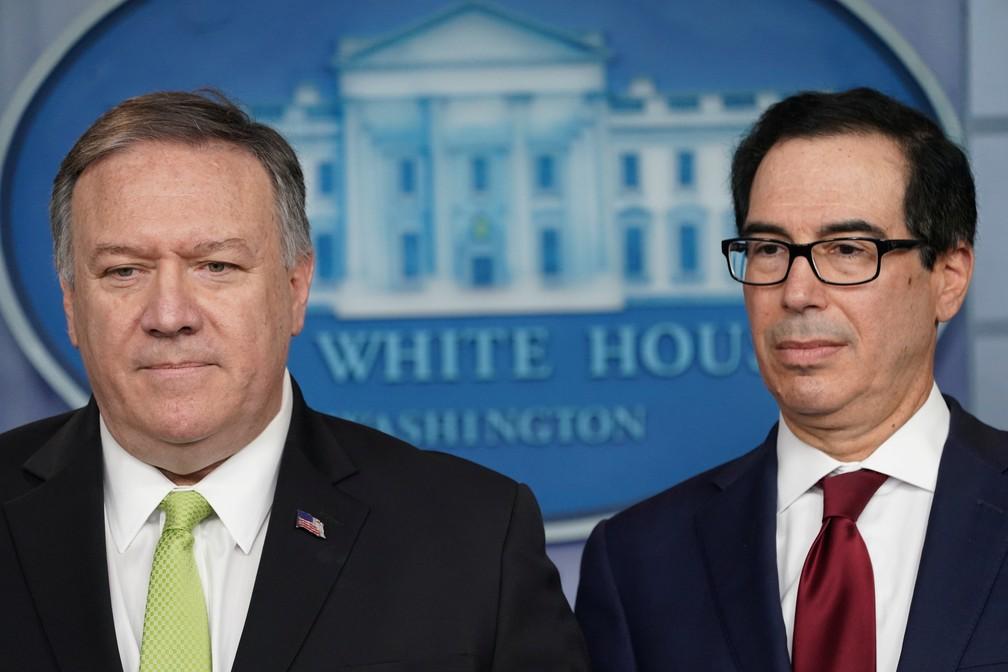 Mike Pompeo, secretário de Estado, e Steven Mnuchin, secretário de Tesouro dos EUA, durante entrevista coletiva em 10 de janeiro de 2020 — Foto: Kevin Lamarque/Reuters