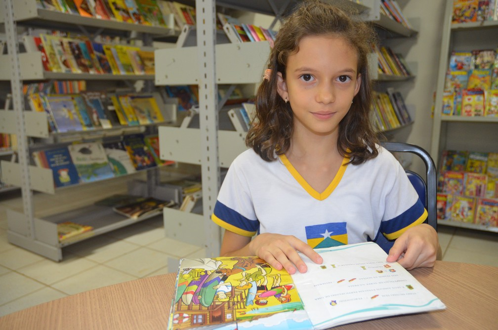 -  Milene ama ler livros e por isso decidiu escrever os livros da trilogia da Detetive Green  Foto: Rogério Aderbal/G1