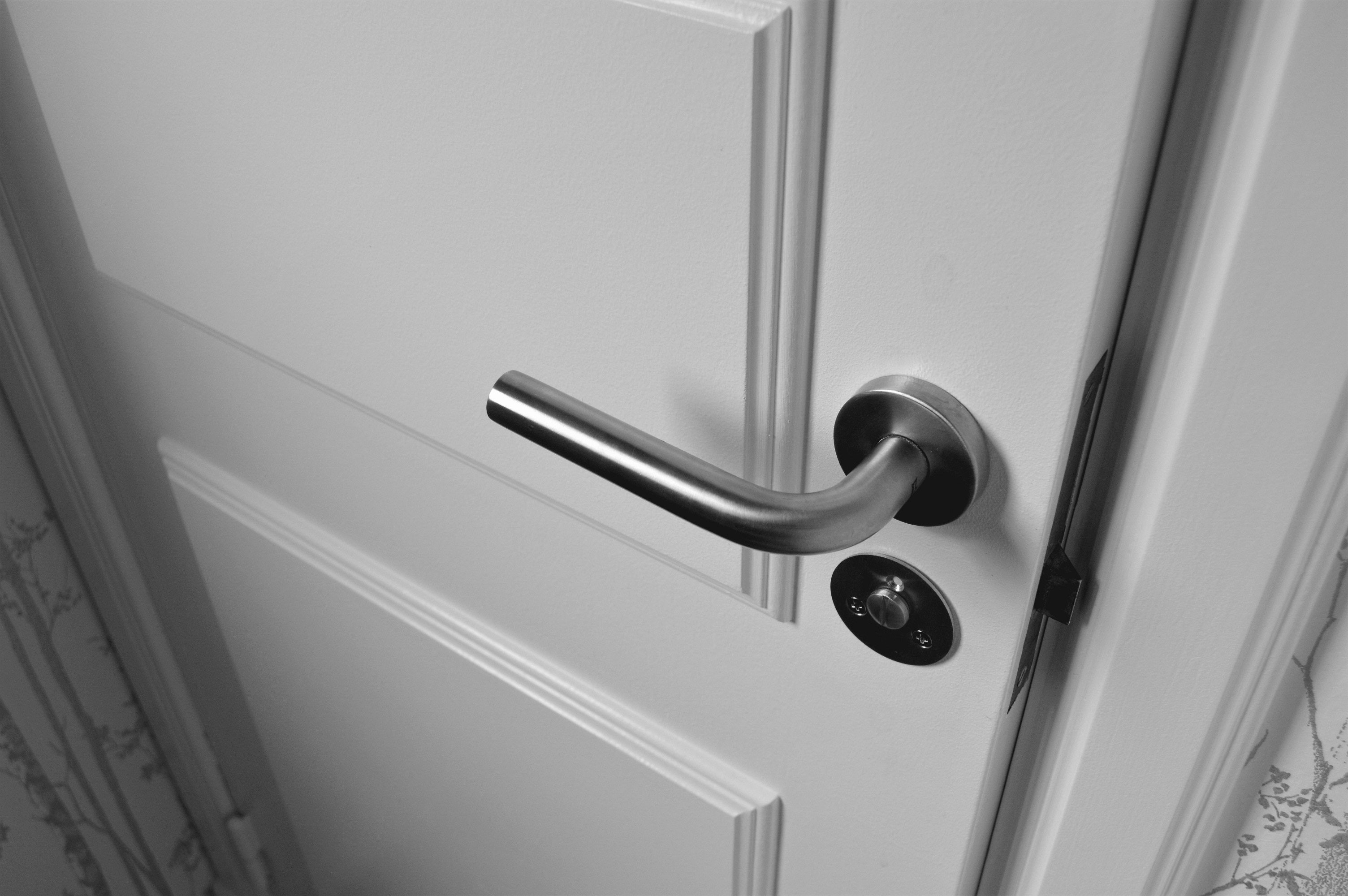 Porta entreaberta (Foto:  Jonathan Petersson /Pexels)