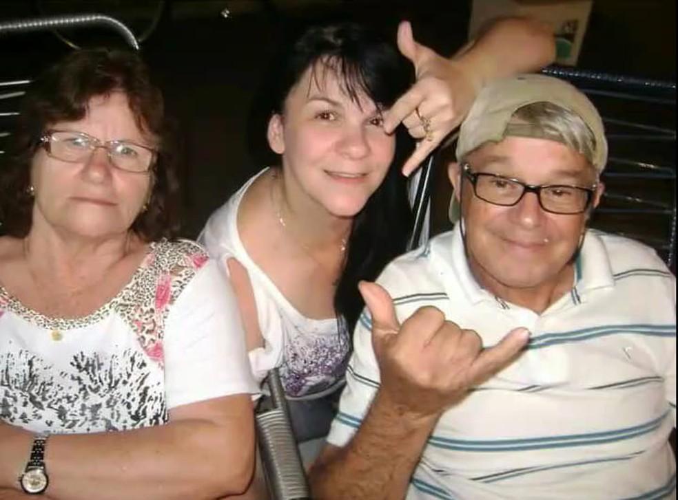Valéria Poderoso (ao Centro), com os pais Nair e João Poderoso — Foto: Arquivo Pessoal