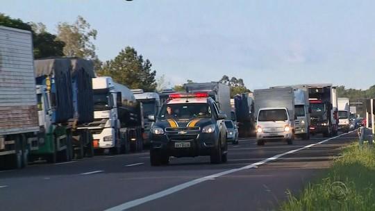 Caminhoneiros retomam protestos no RS contra aumento dos combustíveis