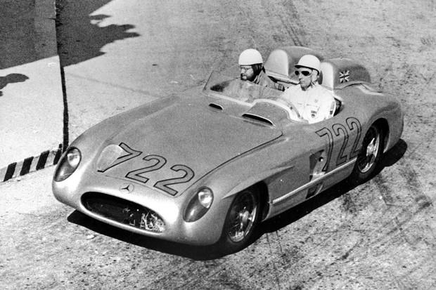 Mercedes-Benz 300 SLR Rennsportwagen (W 196 S), Siegerfahrzeug von Stirling Moss und Denis Jenkinson mit der Startnummer 722 bei der Mille Miglia 1955. Foto aus Brescia am 1. Mai 1955. Mercedes-Benz 300 SLR racing sports car (W 196 S), the winning car d (Foto: Daimler AG)