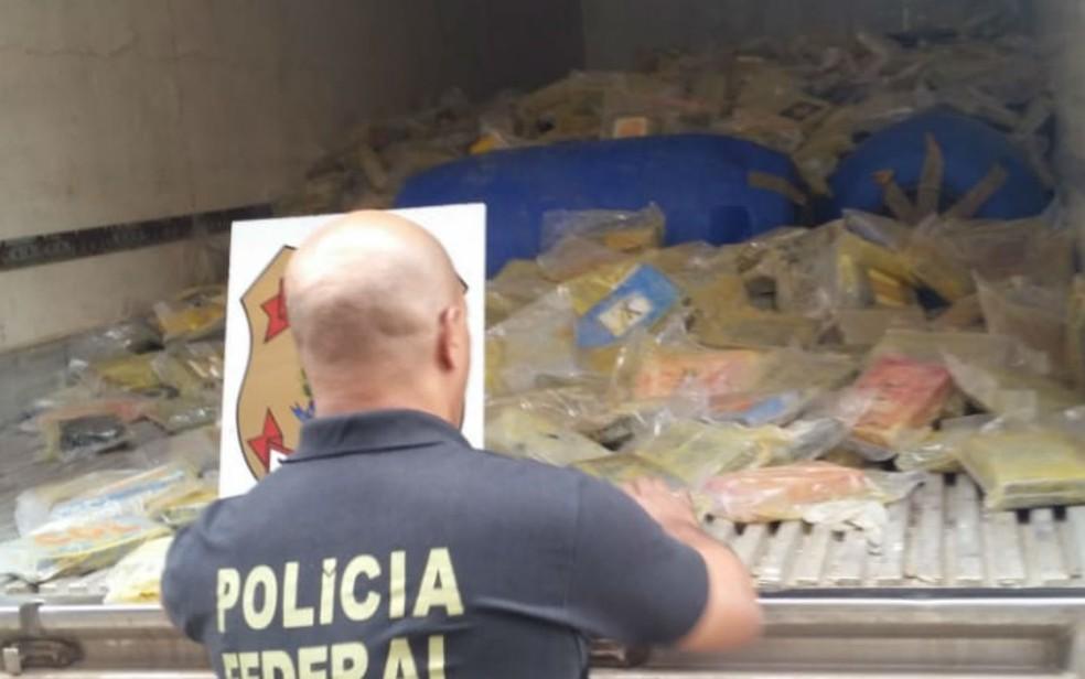 Droga foi incinerada na tarde desta segunda em Juazeiro, na Bahia  — Foto: Divulgação/PF
