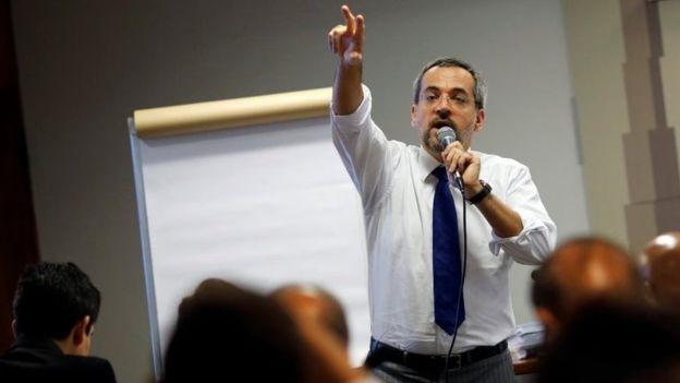 Ministro da Educação, Abraham Weintraub, foi convocado para detalhar cortes no Orçamento, em sessão da Comissão de Educação da Câmara (Foto: REUTERS/ADRIANO MACHADO)
