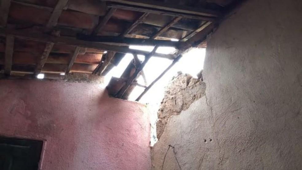 Casas da cidade de Amargosa, na Bahia, ficaram danificadas após terremotos seguidos — Foto: Edson Aparecido/Dicom Prefeitura de Amargosa