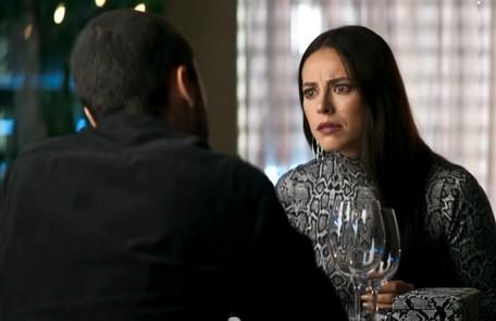 Na segunda-feira (23), depois de casar, Vivi (Paolla Oliveira) se tornará prisioneira de Camilo (Lee Taylor) Reprodução