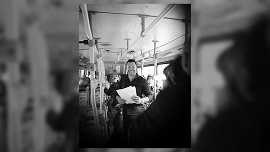 Olhar Em Pauta: voluntário dá dicas de como montar currículo em ônibus no RS