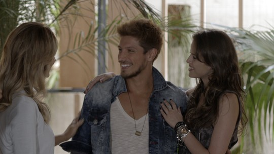 Pia 'cerca' Giovanna sobre suposto affair com modelo