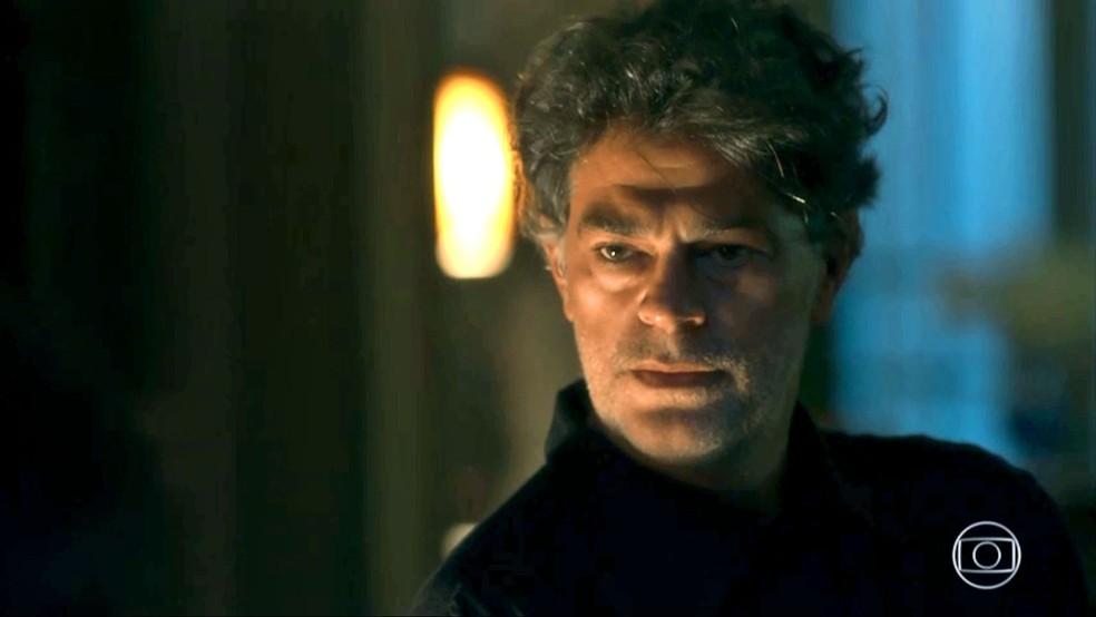 Murilo (Eduardo Moscovis) chama a atenção de Gabriel (Bruno Gagliasso), em 'O Sétimo Guardião' — Foto: TV Globo